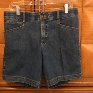 Lee Comfort Jeans Shorts. Size 10. EUC!! Details!!